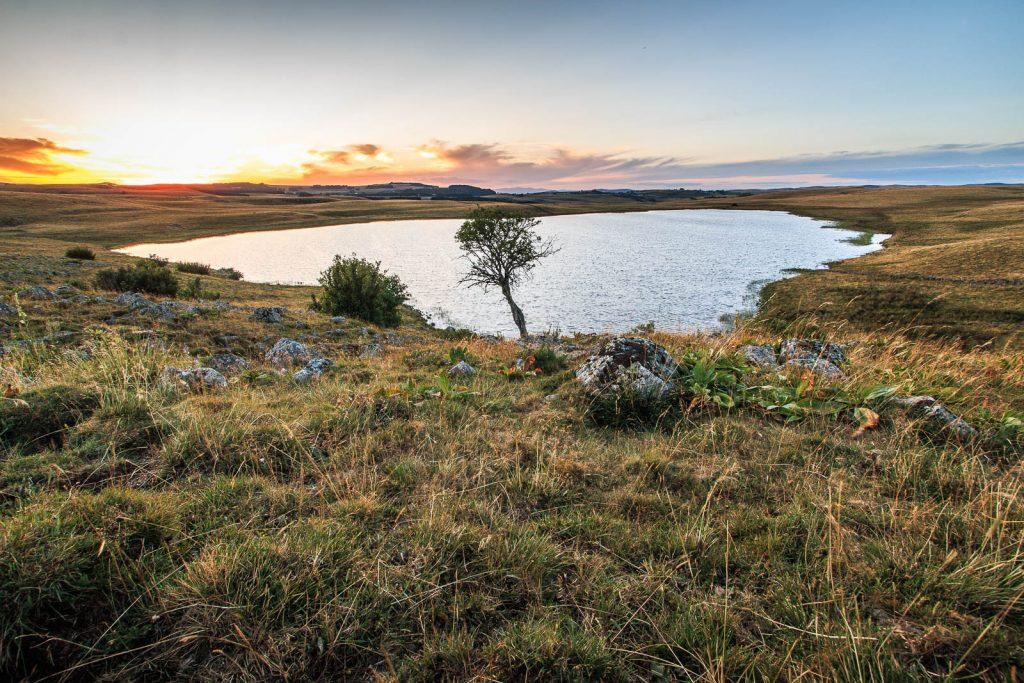 Soleil couchant au lac de Saint Andéol